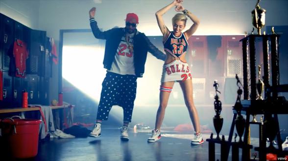 Miley-Cyrus-bulls-dress-23-